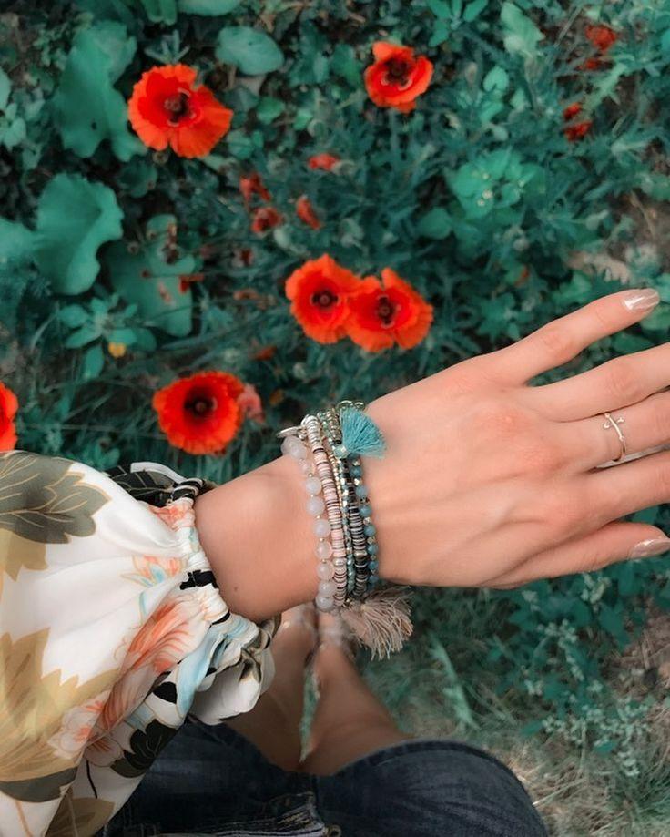 """Polubienia: 73, komentarze: 2 – Anna Dziubek (@annadziubek_bydziubeka) na Instagramie: """"#setoftheday #bydziubeka #jewelry #simplicity #summercollection #flowers 🌹🌹🌹 #fashion #bracelets"""""""
