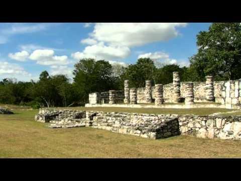 Ruinas Mayas de Mayapán al sur del estado de Yucatán a tan solo 1:15 hora de Mérida, en el sitio podras ver unos frescos mayas a un costado de la piramide..