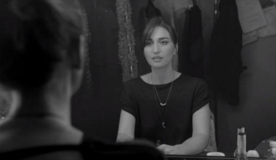 """Sara Bareilles revela novo clipe. Confira """"She Used To Be Mine"""" #Atriz, #Casamento, #Clipe, #Filme, #Musical, #Nome, #Novo, #NovoSingle, #Single http://popzone.tv/2015/10/sara-bareilles-revela-novo-clipe-confira-she-used-to-be-mine/"""