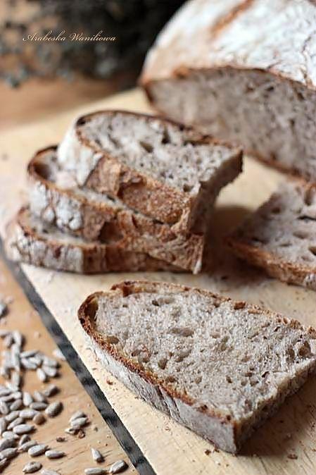 Slonecznikowy chleb na zakwasie2