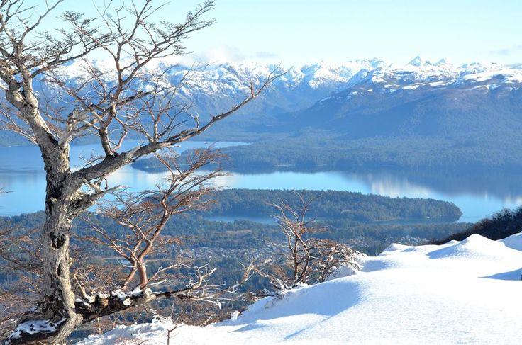 Vista al Lago Nahuel Huapi y la Cordillera de los Andes desde el Cerro Bayo