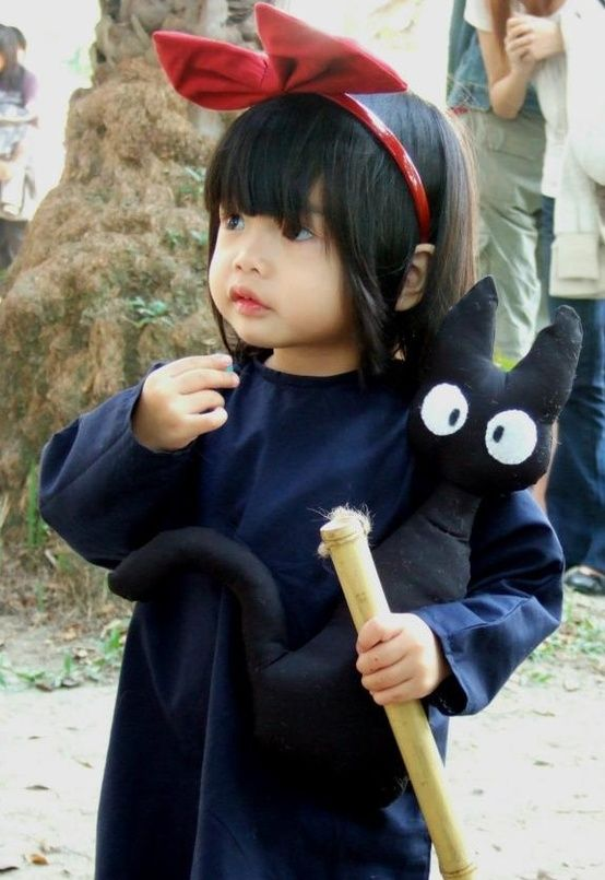 Need to sew myself a little Jiji // Little girl dressed up as Kiki from Studio Ghibli's Kiki's delivery service