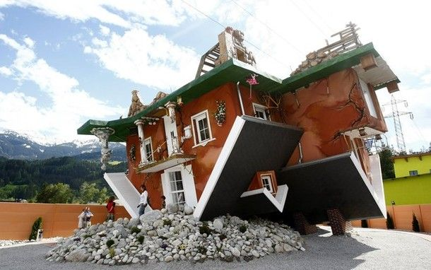 Upside Down House in Tertens-Vomperbach, Austria. Even their website is upside down: http://www.hausstehtkopf.at/