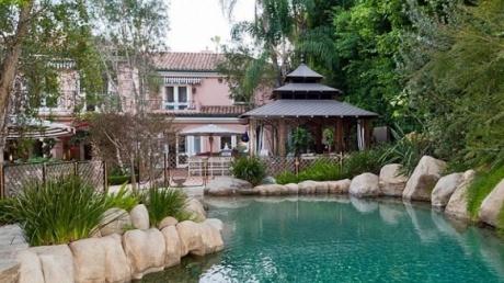 Cum şi-a decorat Christina Aguilera casa de 13,5 milioane de dolari. Are gust sau nu?  http://www.realitatea.net/cum-si-a-decorat-christina-aguilera-casa-de-13-5-milioane-de-dolari-are-gust-sau-nu-galerie-foto_914757.html#ixzz1mm8hN098