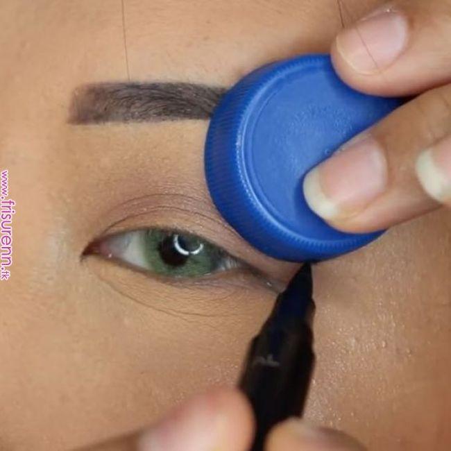 Perfekter Lidstrich: Mit diesem Trick gelingt der Eyeliner-Schwung   Für alle, …