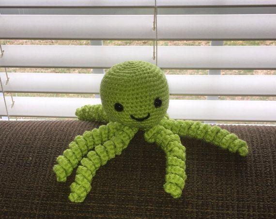 Leuke limoen groene octopus verstopte! De ogen zijn veiligheid ogen zodat ze het fijn om te geven aan de kleintjes. Net als met al mijn producten was handgemaakt door mijzelf, in een rook en huisdier gratis thuis. Dus hoeft u te vrezen voor allergenen met kleine babys. Ook, zoals met alle speelgoed gegeven aan kleine kinderen ervoor bent ze begeleid door een volwassene. Hebt u vragen gerust message. Bedankt