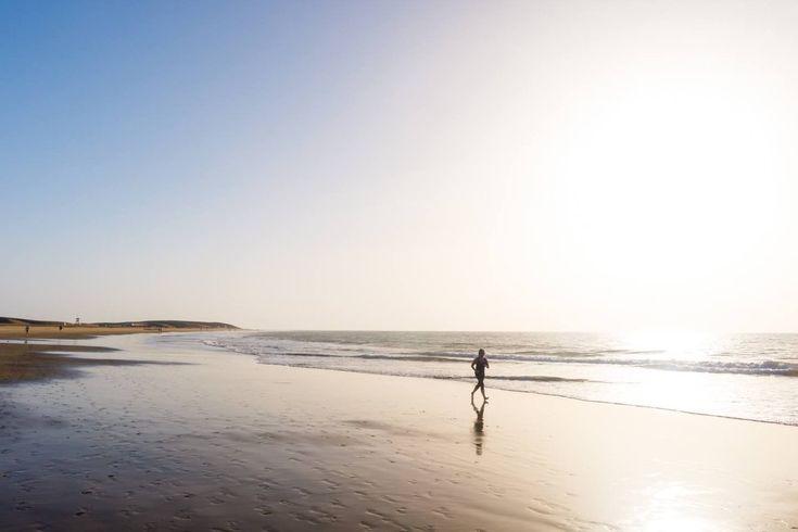 """""""Es un placer pasear por el mar en Invierno con las sandalias en la mano"""". #Maspalomas #GranCanaria #islascanarias ¡ Ven a Maspalomas !"""