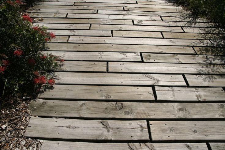 http://gardendrum.com/2012/12/17/paving-tricks/
