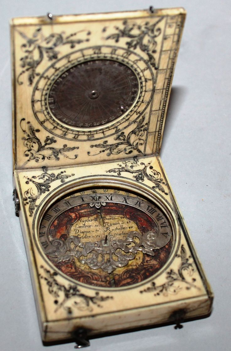 A 17th century Dieppe Ivory compass with azimuth dial, by Charles Blond, c1660. Est. £2,000 – £3,000.