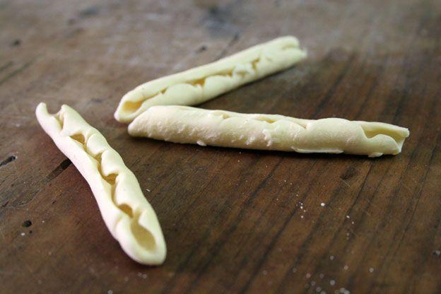 Pasta fresca: manichi ri fauci, un formato di pasta di casa tipico di  Ragusa