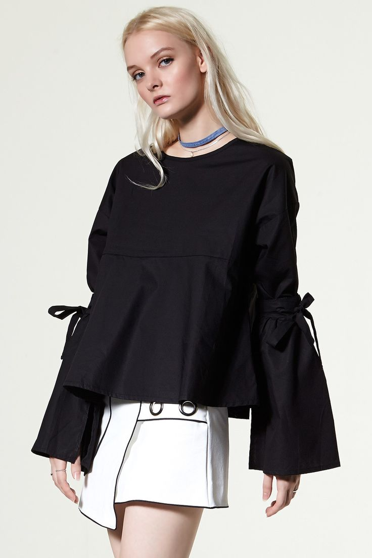 Bara Detachable Sleeves Blouse Discover the latest fashion trends online at storets.com