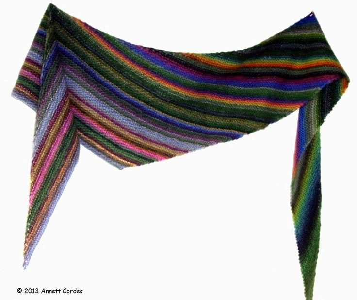 Ein sehr einfach zu strickendes asymmetrisches Dreiecktuch aus 100g Wolle, das auch gut als Schal funktioniert. Jedes Garn mit ca. 200m LL/ 50g ist dafür geeignet. Hier gestrickt mit zwei Farben Mille Colori Baby.