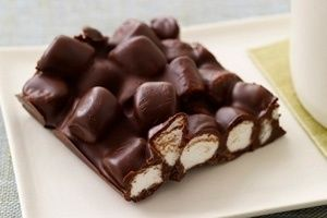 S'mores Bark: lay out graham crackers for the crust. Spread mini marshmallows, pour melted chocolate on it, and let it cool.