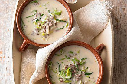 Käse-Lauch-Suppe mit Hackfleisch und Crème fraîche