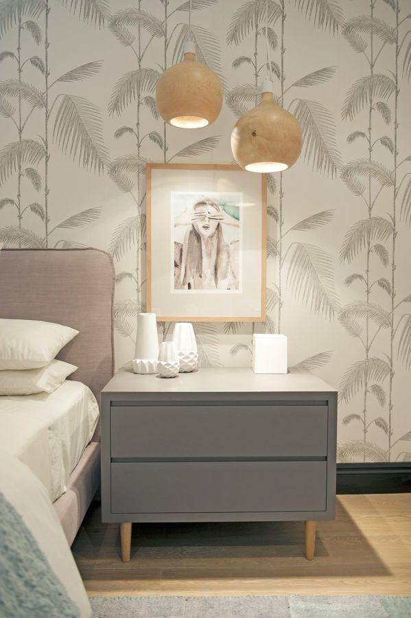habitación con papel pintado