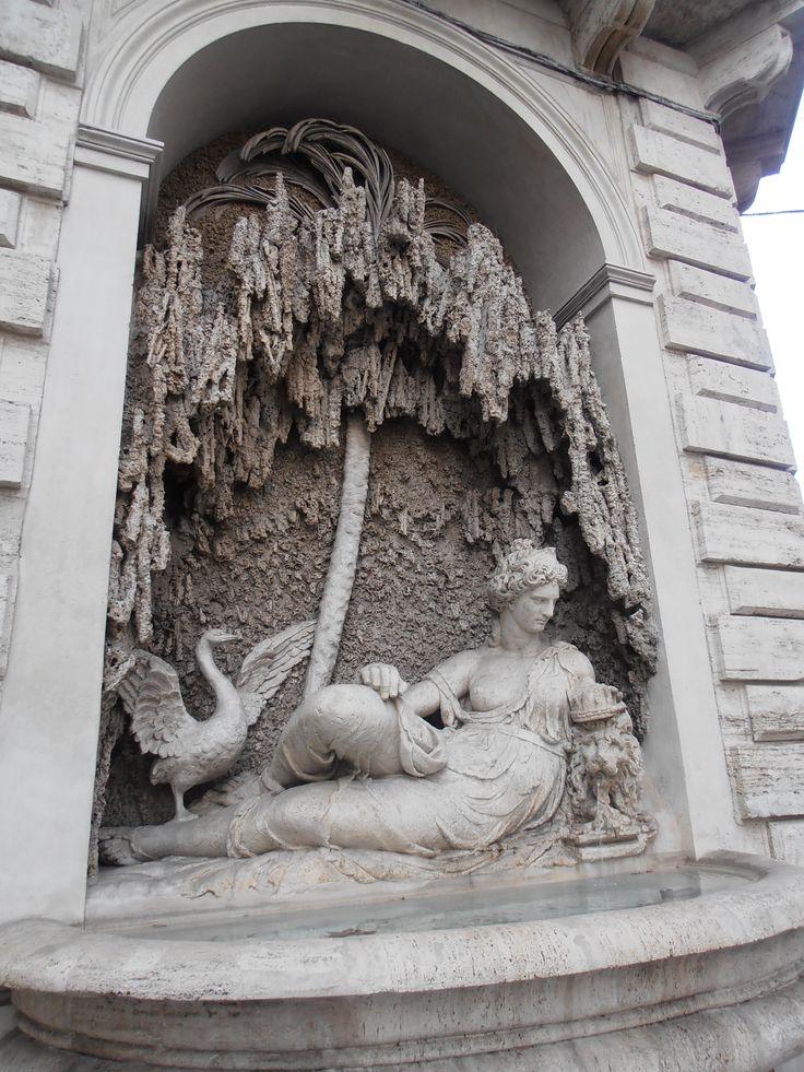"""Statue of the """"Four Fountains Quadrivium"""" - Quadrivio delle Quattro Fontane"""