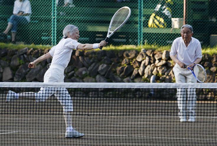 皇后さま 画像集テニスを楽しまれる天皇、皇后両陛下  思い出のテニスコートでテニスを楽しまれる天皇、皇后両陛下=27日午後、長野・軽井沢町の軽井沢会テニスコート  撮影日:2013年08月27日