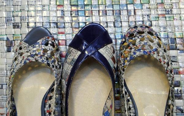 Giornali riciclati per scarpe e borse, la moda ecologica Made in Taiwan