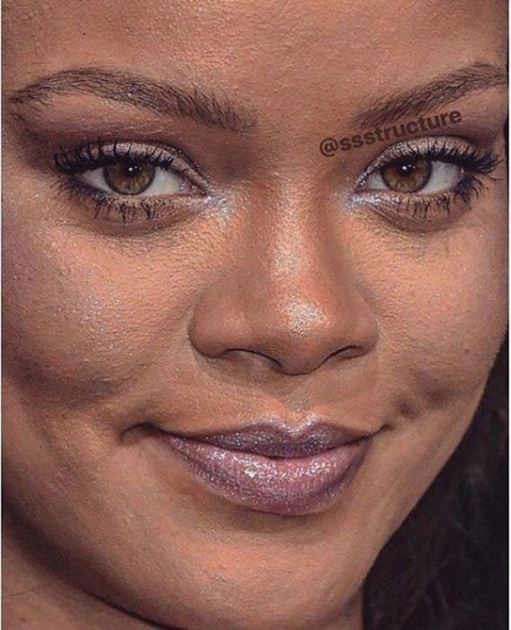 Rihanna De Cerca Y Sin Photoshop Photoshopface In 2020 Bad Makeup Photoshop Face Makeup Vs No Makeup