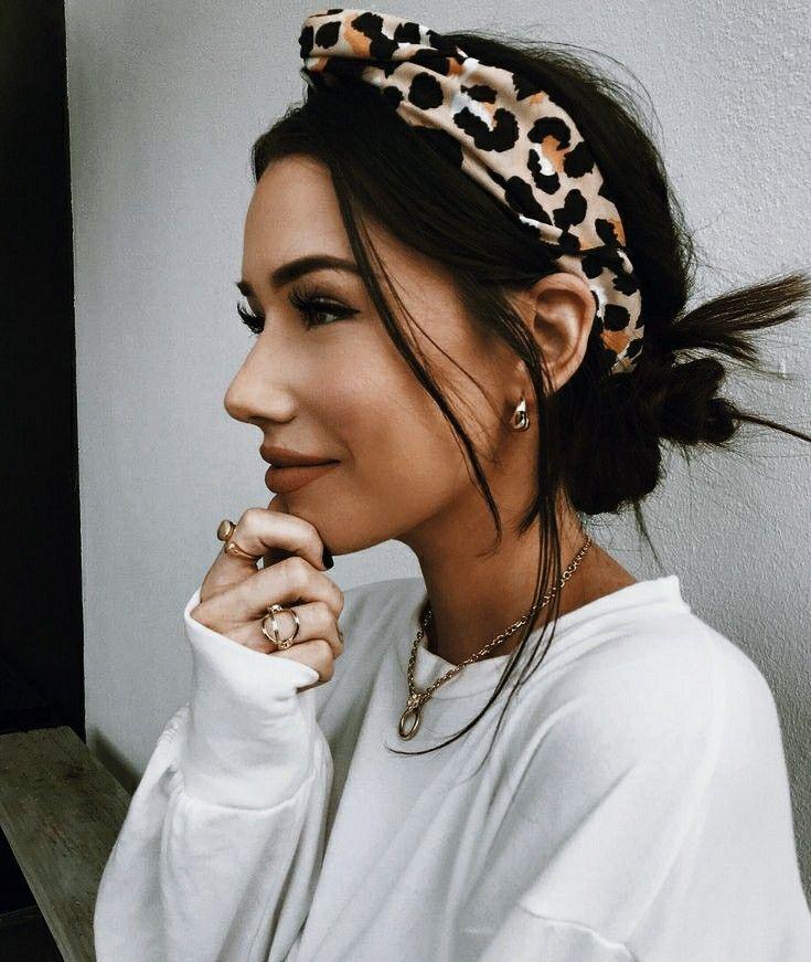 Pin Von Lea Auf Naiya In 2020 Frisuren Mit Stirnband Stirnband Kurze Haare Haar Styling