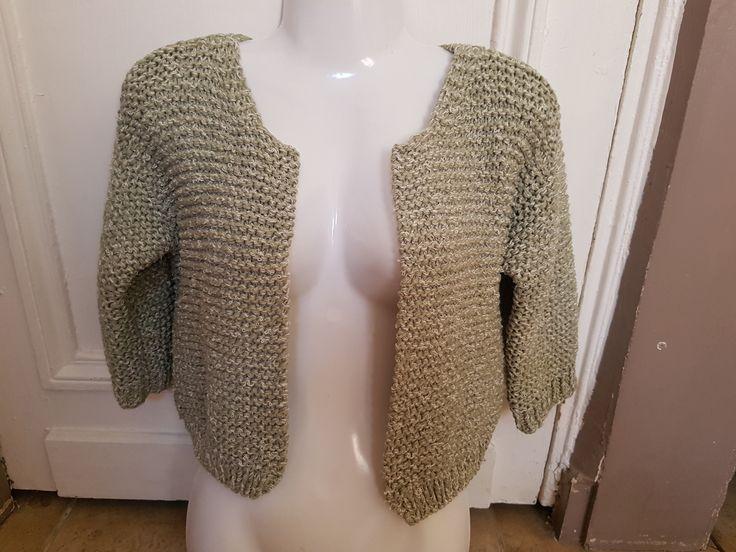 Gilet court vert t. 36 tricoté main : Pulls, gilets par tricot-et-crochet-de-binouche