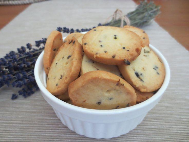 Pekla jsem levandulové sušenky