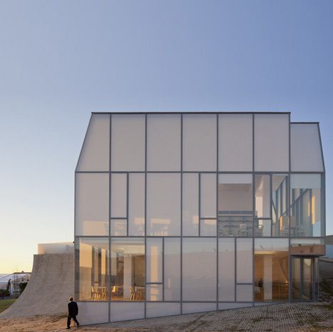 Capillary slabs kapilux from okalux steven holl 39 s cit for Home holl