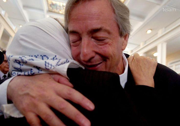 Néstor Kirchner, el hombre que recuperó el sentido de la política www.telam.com.ar/multimedia/galeria/horizontal/437-nestor-kirchner-el-hombre-que-recupero-el-sentido-de-la-politica/