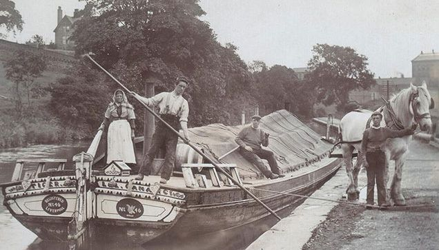 Horse drawn canal boat on Leeds Liverpool canal