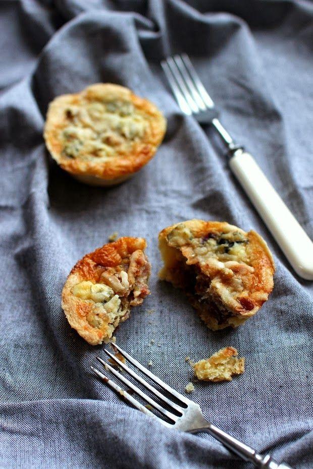 Wicked+sweet+kitchen:+Pekoni-taatelipiiraat+aurajuustolla