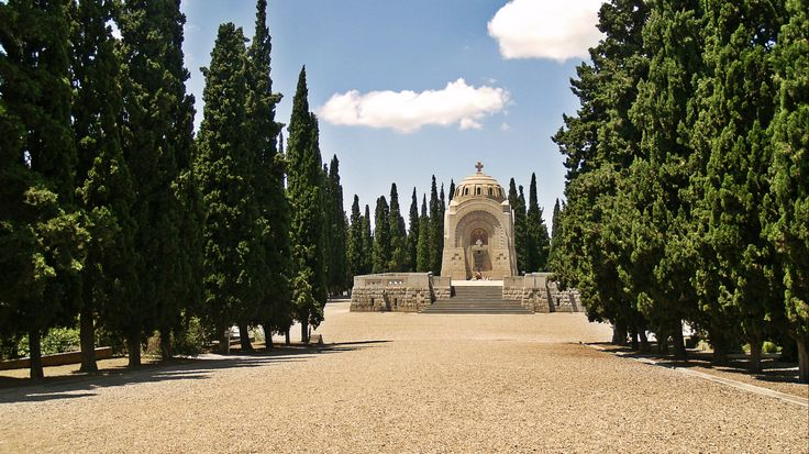 The monument of the Serbian Sector of Zeitenlik. (Walking Thessaloniki - Route 19, Terpsithea)