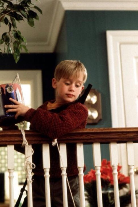 49 best home alone images on pinterest christmas for Home alone theme decorations