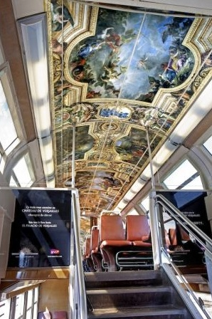 A marketing ploy from the Chateau de Versailles - turning a train into the palais itself!  (English translation is at the bottom of the page)