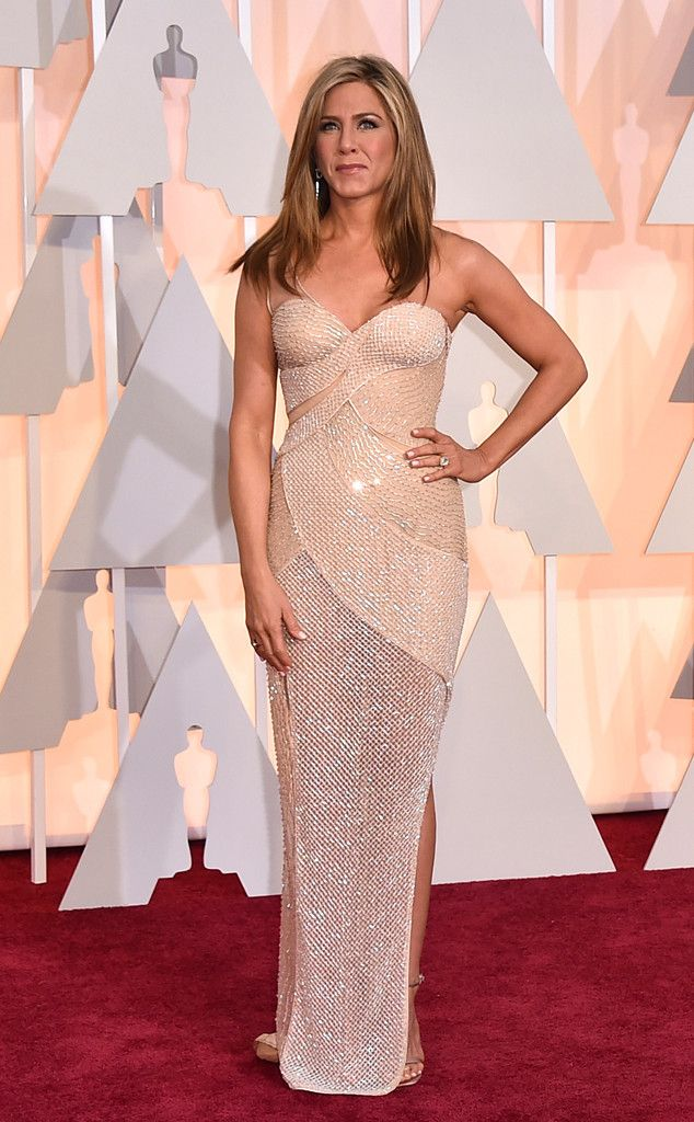Jennifer Aniston in Versace at the Academy Awards 2015 | #2015Oscars #redcarpet #bestdressed