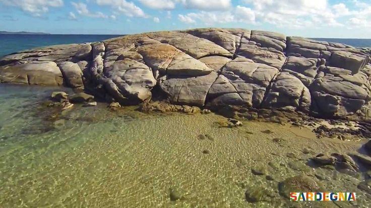 Siamo nel territorio del Sarrabus, nel sud #Sardegna. Il famoso Scoglio di Peppino a forma di balena, si trova a Costa Rei, al confine fra i comuni di Castiadas e Muravera (CA). Mare cristallino e incontaminato, sabbia dorata e una piccola foresta di ginepri rossi a ridosso dello scoglio, rendono questa località una delle più affascinanti dell'Isola. Una leggenda racconta che fosse meta privilegiata di un pescatore, Peppino appunto, dal quale prese il nome.  #sardinia #sea #beach #italy