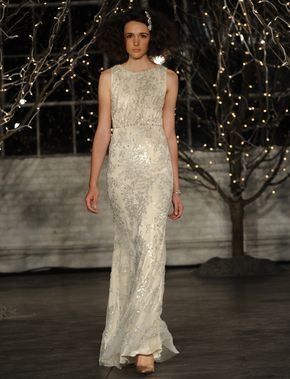 Check out this vintage-style Jenny Packham 2014 wedding dress! So pretty!