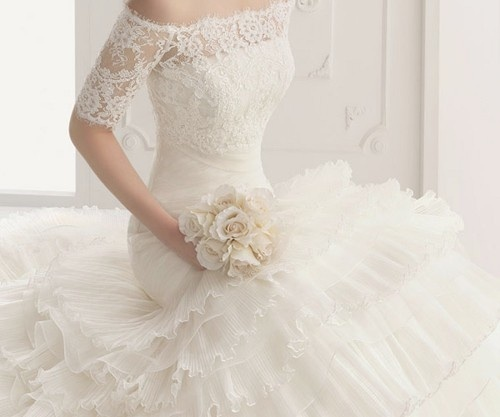 @Mary Mendoza ..talk about va-va-voom bride!