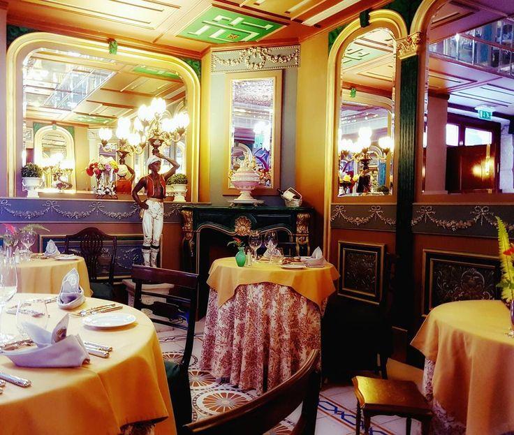 @mcuest1 Restaurante Chaminé Russa  #snapseedapp #snapseededitors #fiaisdabeira #love_united_team #ig_portugal #ig_alessandria #alessandria #estaes_portugal_ #oggimisentocosi_ #desdemisilla #movilgrafias #portugal #hotelstroganov #puerta #door #visitportugal #portugalcomefeitos #designhotel #boutiquehotel #stroganovhotel #coimbra #unlimitedportugal #restaurante #restaurant