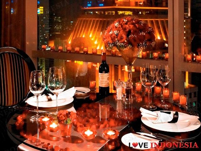 Kehangatan Hari Kasih Sayang dengan Makan Malam Romantis di Bawah Taburan Bintang
