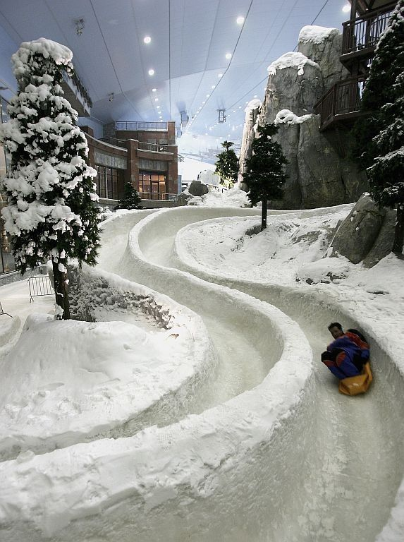 Ski Dubai, the worlds largest snowdome, at the Mall of the Emirates in Dubai, United Arab Emirates. #dubai #uae
