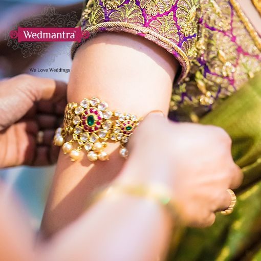 "An arm-band or ""bajuband"" can be used to accent your wedding outfit and mehendi! #indianwedding #weddinginindia #weddingplanner #eventplanner #weddingjewelry #weddingjewellery #jewelry #jewellery #bridalaccessories #bridaljewelry #bridaljewellery"