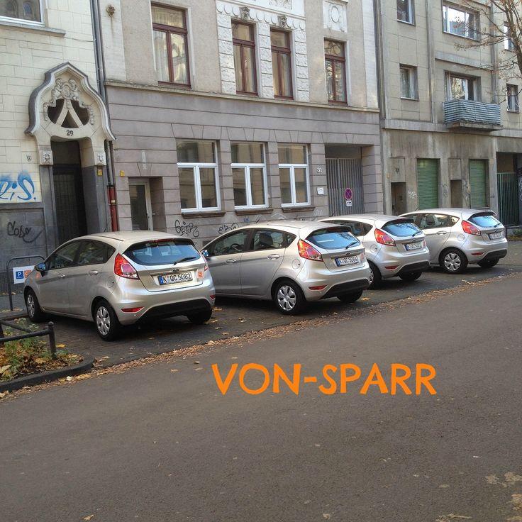 KÖLN: Auch auf der Schäl Sick tut sich was! Vor den Häusern der Von-Sparr-Str. 29 und 31 stehen 4 Ford Fiesta mit Bordcomputer. Das macht dann 6 cambio-Stationen Mülheim.
