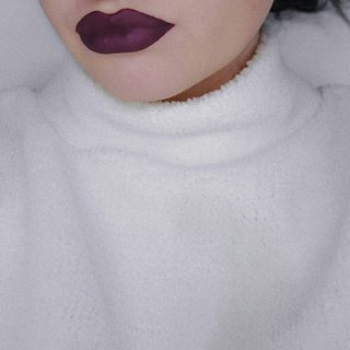 winter is coming by @hola.neon 💜   #lipstick #velvet #matte #holaneonvelvetliquidlipstick #holaneon #lips #mattelips #winteriscoming #girlstuff #makeupstuff #makeupjunkie #makeup #mua #girl #picoftheday #l4l #f4f #followme #instaphoto #plgirl