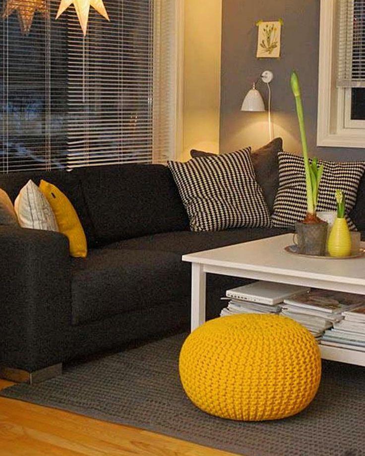 Pra quem gosta de cinza e amarelo uma inspiração linda para uma sala bem descolada.