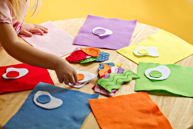 Teach kids about balanced meals and color matching at the same time.: Felts Kids, Food Group, Activities For Kids, Cute Ideas, Balance Meals, Kids Meals, Felt Ideas, Felt Food, Colors Matching