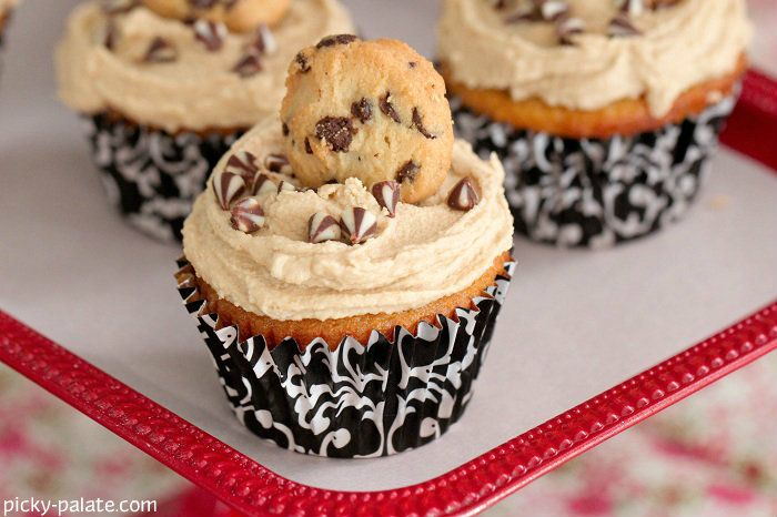 White Chocolate Cupcakes with Cookie Dough Frosting 7: Cookies Dough Frostings, Chips Cupcake, Food, White Cupcake Recipe, Cookie Dough Frosting, White Chocolate Cupcakes, White Chocolates Cupcake, Yummy Cupcakes Cookies, Cookiedough