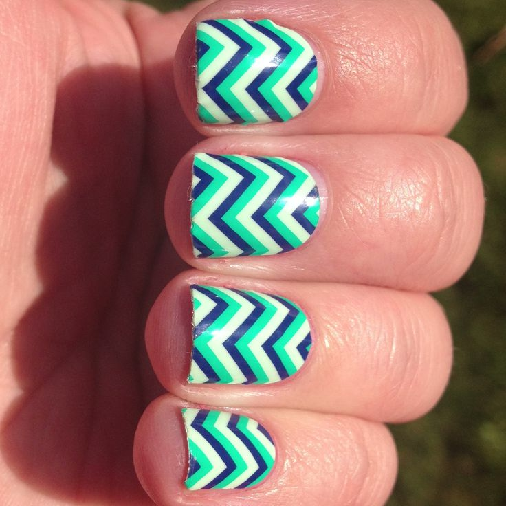 Nails Zig Zag Design