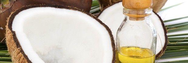 O óleo de côco: rico em ácidos graxos essenciais e vitamina E, perfeitos para manter a pele hidratada (Foto: Think Stock)