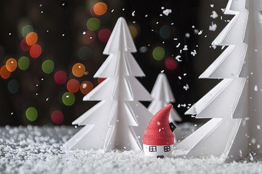 Weihnachtszeit ist Bastelzeit! Hier finden Sie jede Menge schöner Weihnachtsbasteleien für kleine und große Künstler. Schritt für Schritt erklärt.