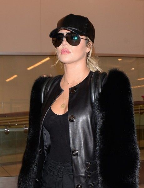 Khloe Kardashian Photos Photos - TV personality Khloe Kardashian was seen departing from LAX in Los Angeles, California on March 31, 2017. Khloe looked fresh in an all black outfit before taking off. - Khloe Kardashian Departs From LAX